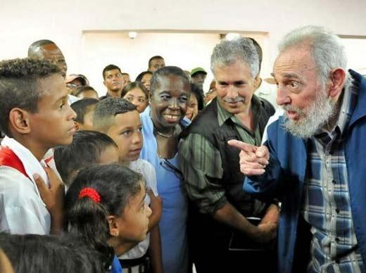 Fidel Castro reaparece en Cuba en la inauguración de centro de enseñanza