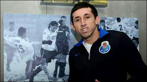 Héctor Herrera firma con el porto