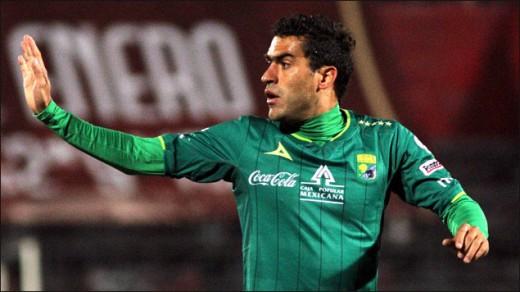 Nery Castillo firma