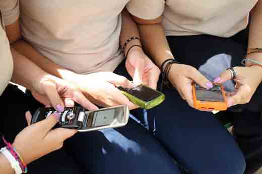 estudio revela que adictos al celular no son felices