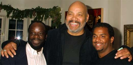 James Avery rodeado por Alfonso Ribeiro y Joseph Marcell, de la serie el principe del rap