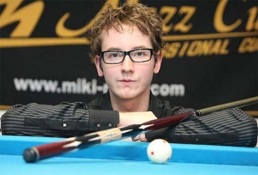Florian Kohler, joven jugador de billar que haces tiros de fantasia