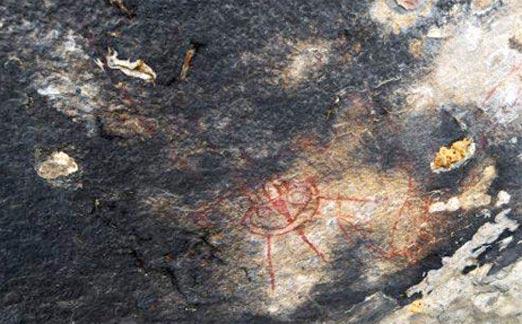 Pintura rupestre de un OVNI, encontrada en una cueva de la India