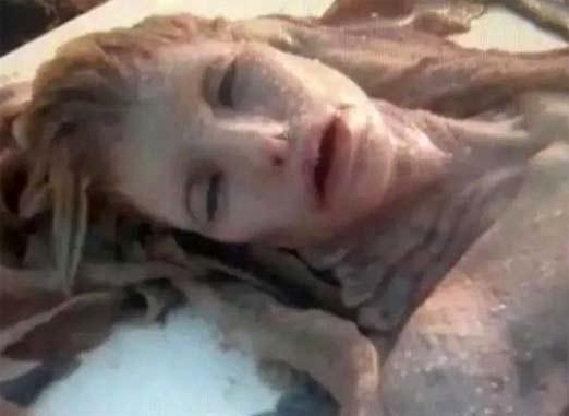 Sirena aparece muerta en una playa