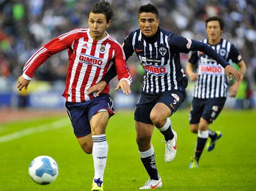 Chivas enfrenta a Monterrey en el estadio Tecnológico