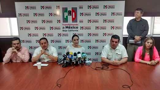 Francisco Pérez Tejada anunciando