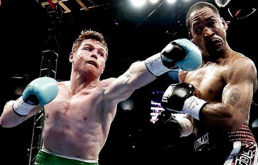 Canelo Álvarez noquea a James Kirkland en el tercer round
