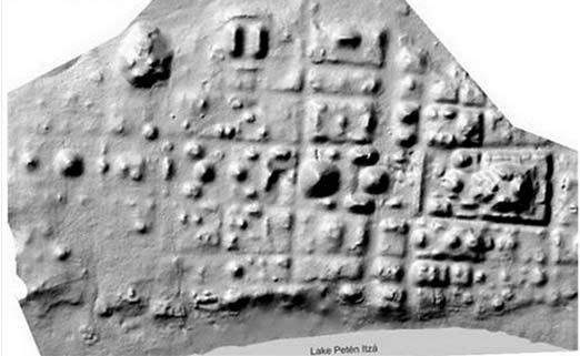 Piedra Maya con inscripciones