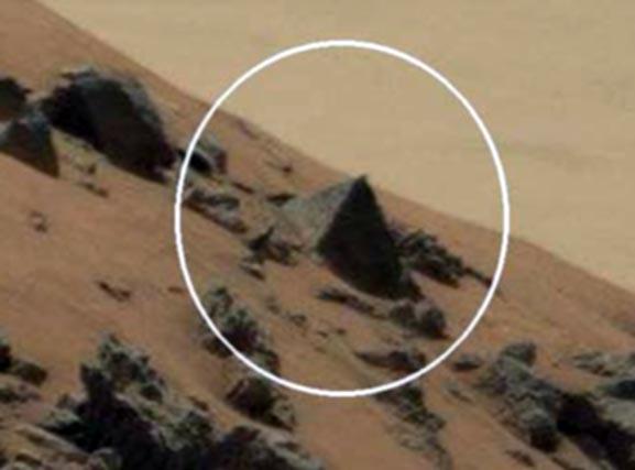 Fotografía de Pirámide Marciana es descubierta por la NASA