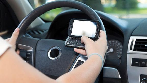 Conduciendo con smartphone gracias a una app